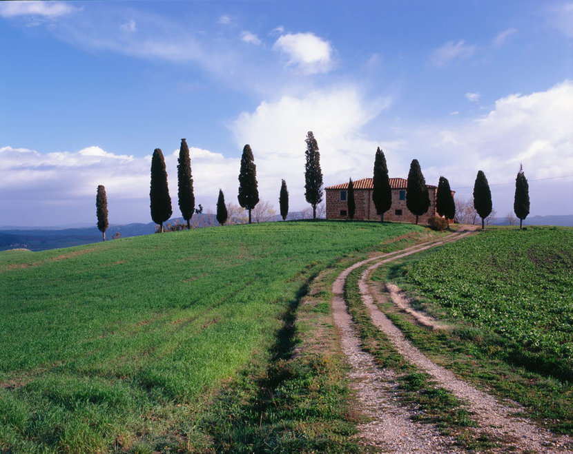 Farm House In Tuscan Countryside Wallpaper Mural