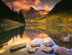 Maroon Bells Wispy Clouds Wall Mural