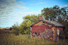 Old Weathered Homestead Mural Wallpaper