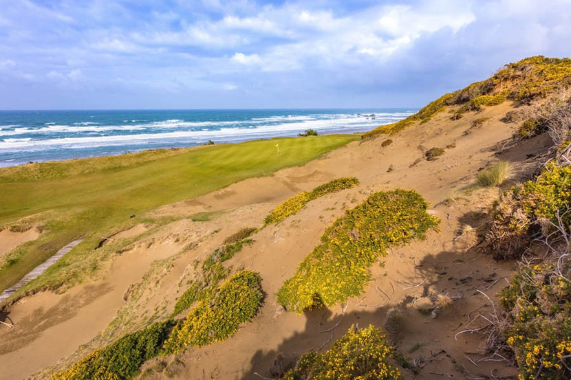 Pacific Dunes, Hole #13 Mural Wallpaper